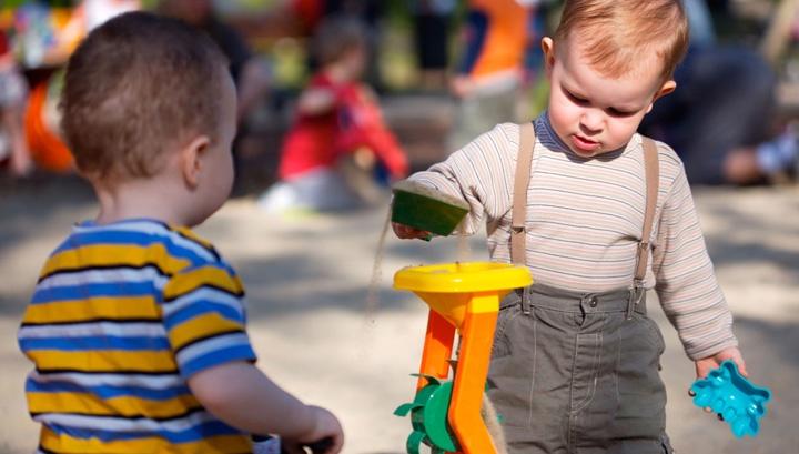 игра ребенка в два года