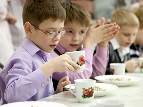 В Саратове взялись спасать детей от плохой еды