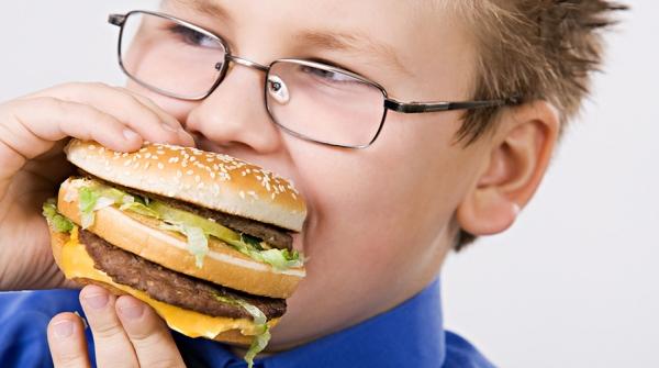 Как защитить ребенка от лишних килограммов